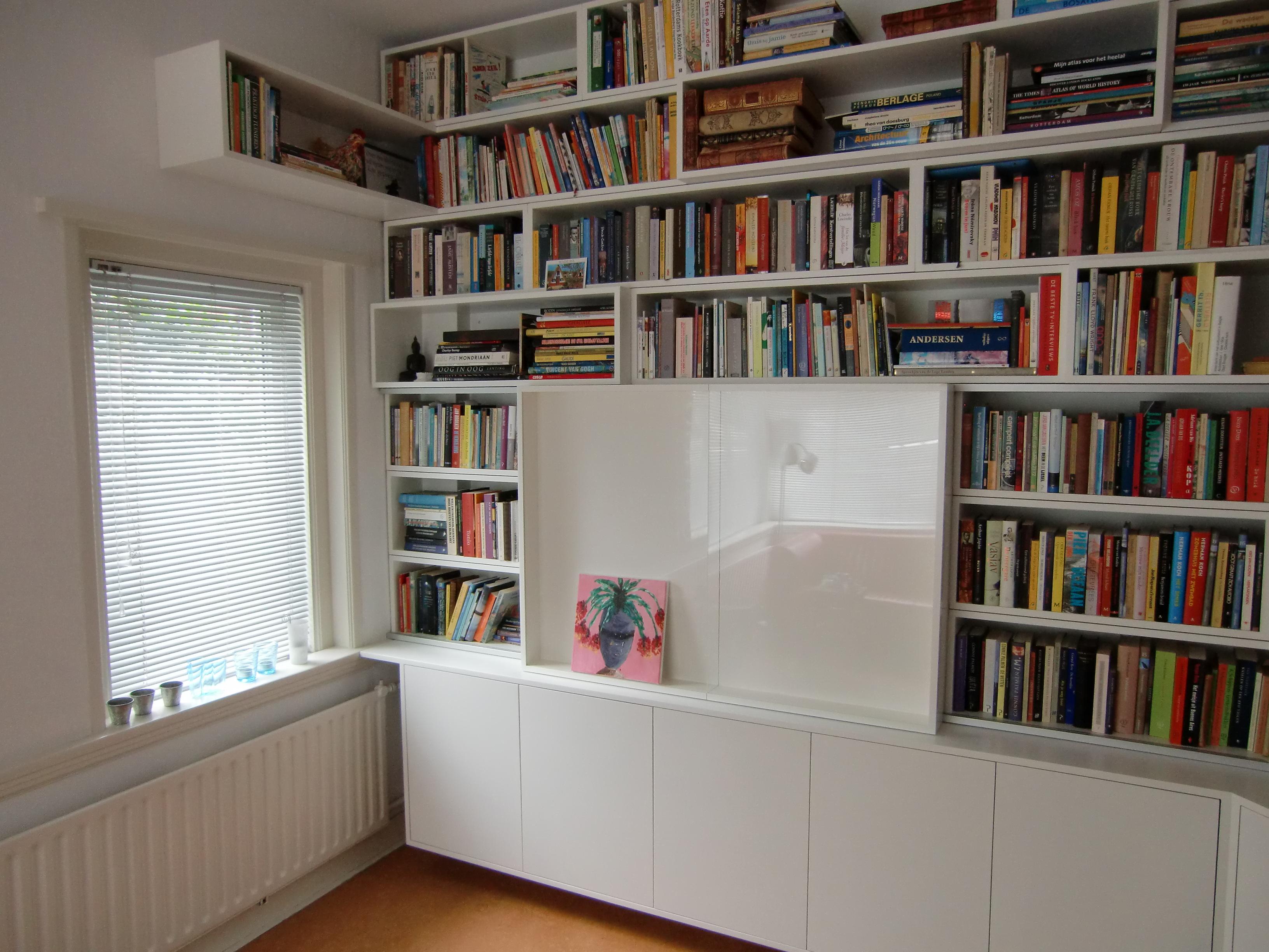 cheap in de zwevende onderbouw is voldoende ruimte voor spelletjes en dvdus deze grote boekenkast lost tevens het probleem met de akoestiek op in een ruimte